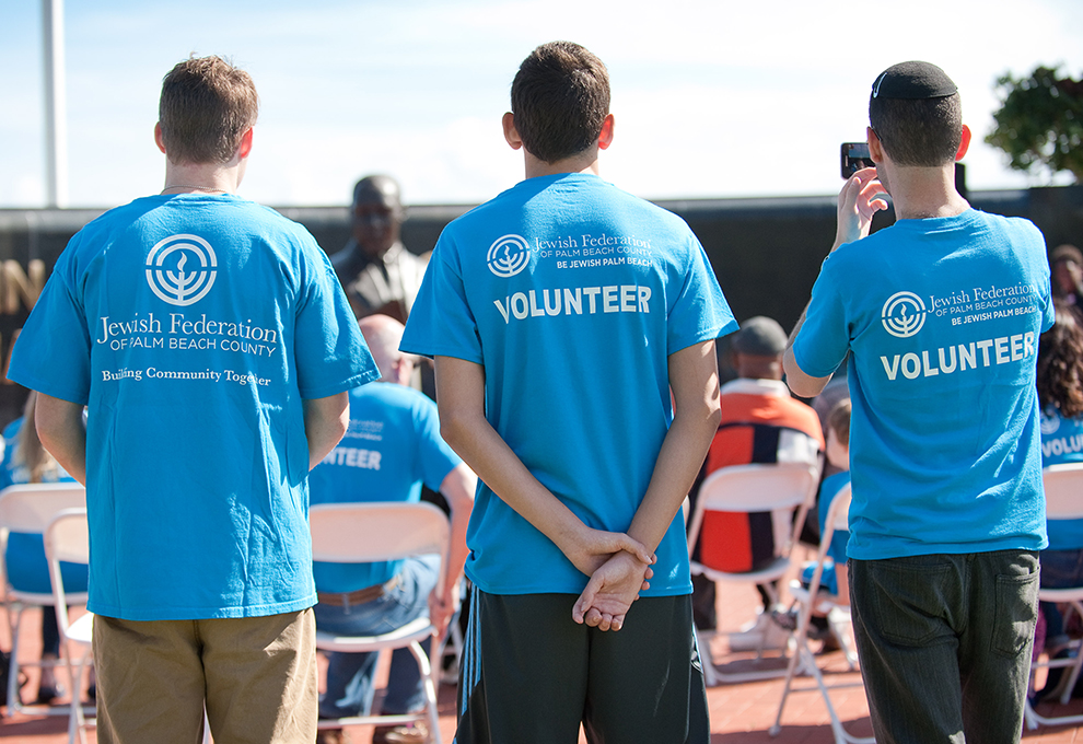 gallery_Volunteer_990x680_8